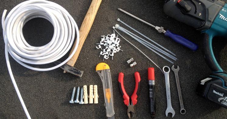 Какой инструмент понадобится для установки Триколор